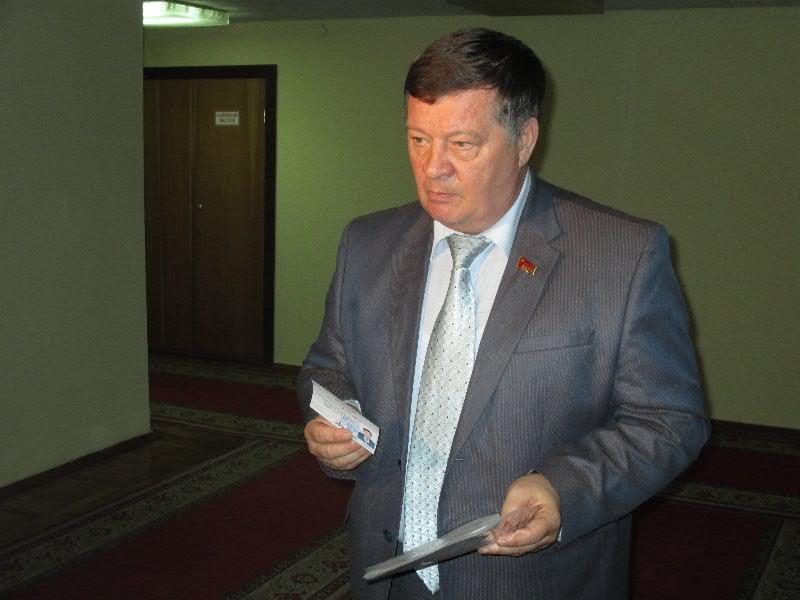 Кандидаты в губернаторы Владимирской области получили удостоверения